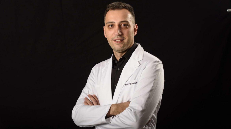 Te dor umerii? Dr. Radu Paraschiv explică din ce cauze se instalează durerea şi când este cazul să mergi la ortoped